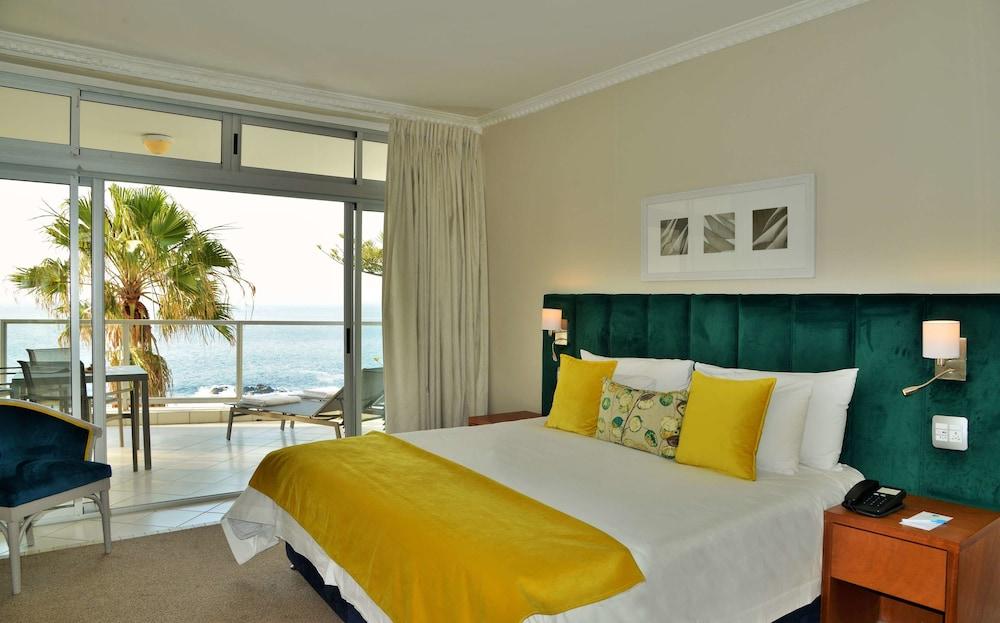 Peninsula All-Suite Hotel