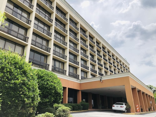 . Howard Johnson by Wyndham Atlanta Airport/College Park