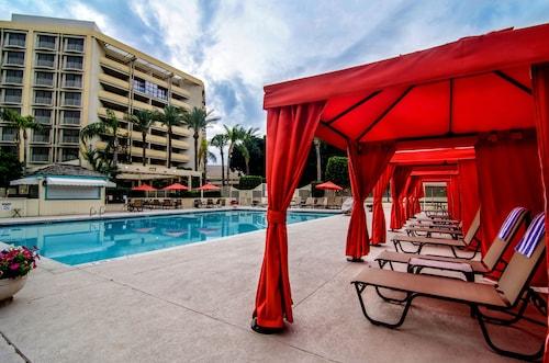 . Sheraton Crescent Hotel