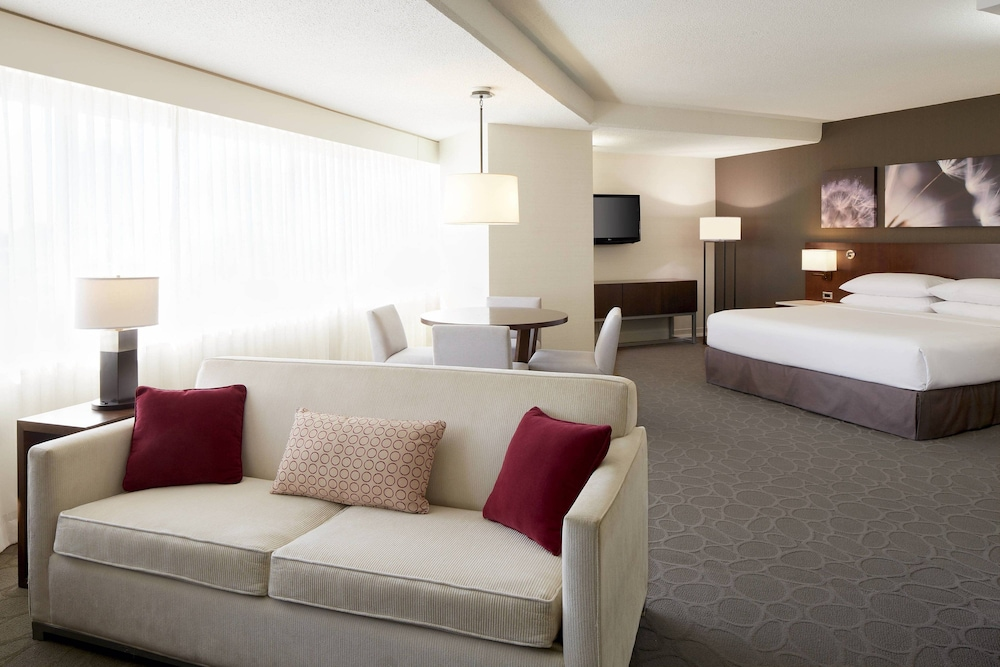 https://i.travelapi.com/hotels/1000000/30000/22600/22531/08bedfc7_z.jpg