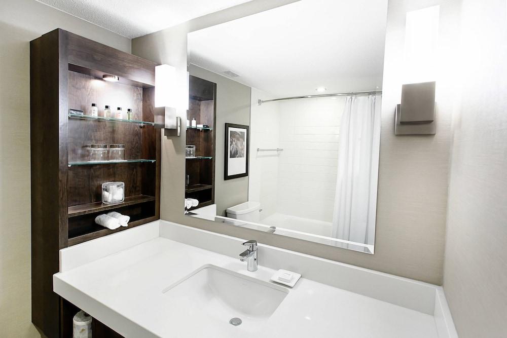 https://i.travelapi.com/hotels/1000000/30000/22600/22531/35d9c1ba_z.jpg