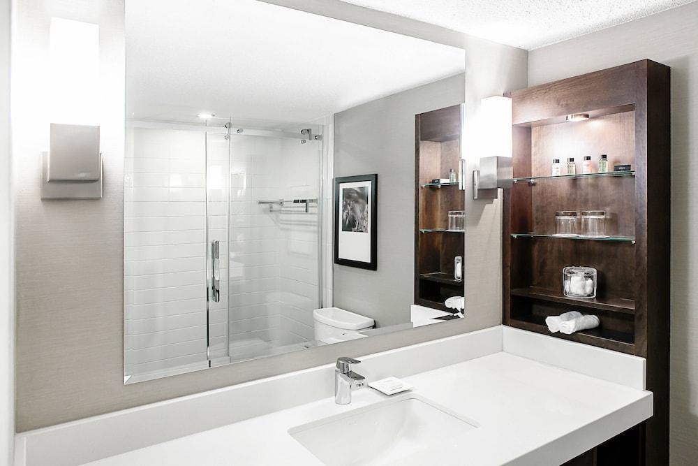 https://i.travelapi.com/hotels/1000000/30000/22600/22531/6987e174_z.jpg