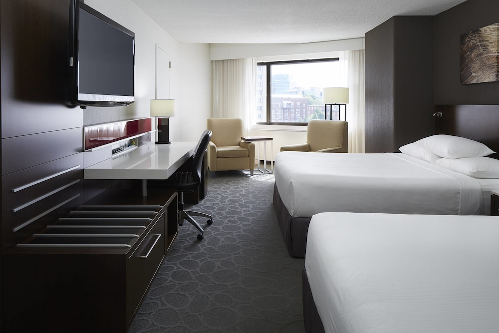 https://i.travelapi.com/hotels/1000000/30000/22600/22531/bde5d3cf_z.jpg