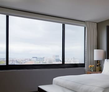 Executive Room, 1 Queen Bed, City View