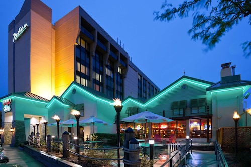 __{offers.Best_flights}__ Radisson Hotel Milwaukee West