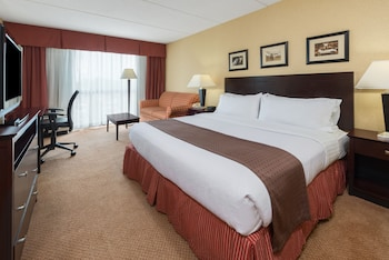 Guestroom at Holiday Inn Philadelphia-Cherry Hill in Cherry Hill