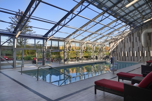 . Hilton Toronto Airport Hotel & Suites