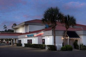 大西洋海灘/梅奧診所 - 傑克遜維爾國際機場區凱藝飯店 Quality Inn Atlantic Beach-Mayo Clinic Jax Area