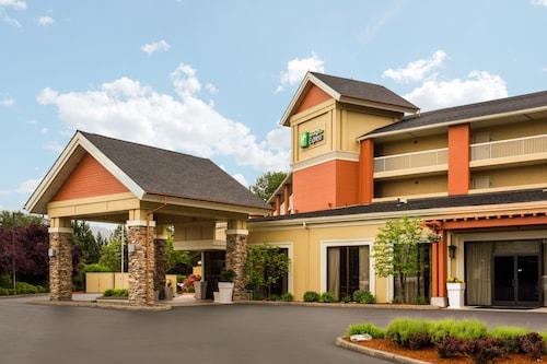 . Holiday Inn Express Roseburg