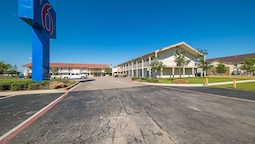 Motel 6 Dallas, TX - Farmers Branch