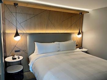 Room, 1 Queen Bed, Non Smoking, Corner