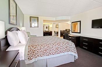 Guestroom at Days Inn by Wyndham Orlando Airport Florida Mall in Orlando