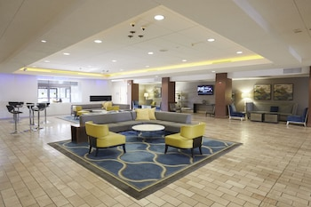 Lobby Sitting Area at Doubletree by Hilton Bloomington - Minneapolis South in Bloomington