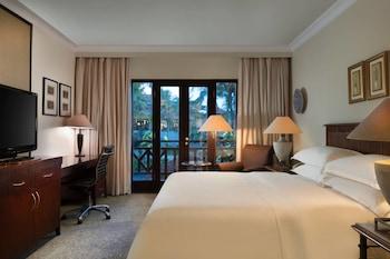 Deluxe Room, 1 King Bed, Balcony, Garden View