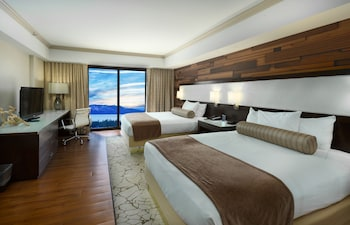 Deluxe Room, 2 Queen Beds, Non Smoking, Partial Lake View