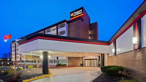 . Best Western Premier Kansas City Sports Complex Hotel