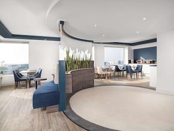 Luxury Room, 1 Queen Bed (Lounge Access)