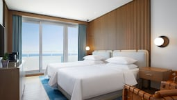 Deluxe Seafront Room, 2 Twin Beds, Balcony