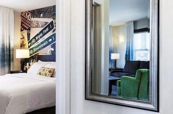 Suite, 1 King Bed, Non Smoking, Corner (1 Bedroom Suite)