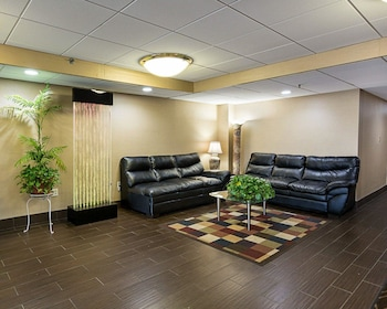 Lobby at Comfort Inn Oxon Hill in Oxon Hill