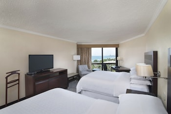 Club Room, 2 Queen Beds, Business Lounge Access, Ocean View