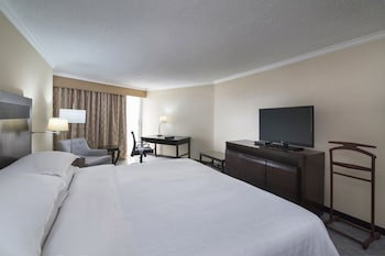 Club Room, 1 King Bed, Business Lounge Access, Ocean View