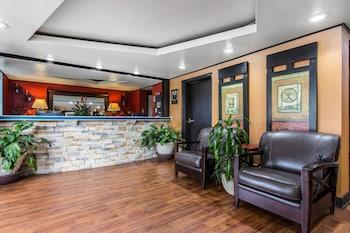 Lobby at Quality Inn Goose Creek - Charleston in Goose Creek