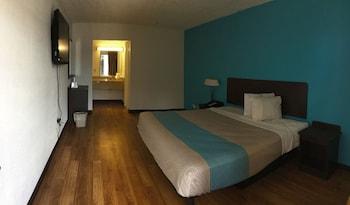 Airport Inn - Guestroom  - #0