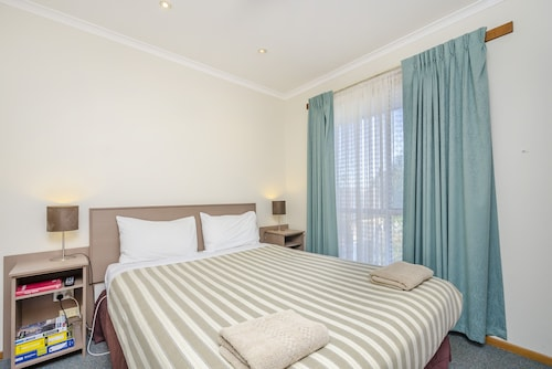 . Werribee Motel & Apartments