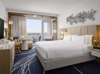 Room, 1 King Bed, Balcony (High Floor, Water View)