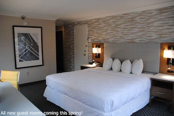 Guestroom at Radisson Hotel Baltimore Downtown - Inner Harbor in Baltimore