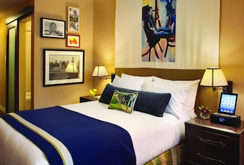 Room, 1 Queen Bed, Accessible (Shower)