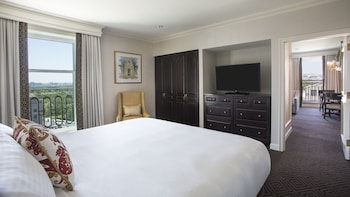 Executive Suite, 1 King Bed, View