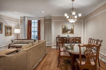 Suite, 1 Bedroom (Matthew Perry)