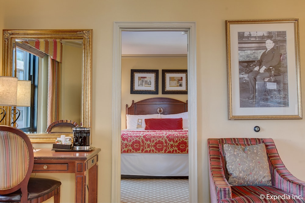 Suite : Premier Suite, 2 Queen Beds 8 of 118