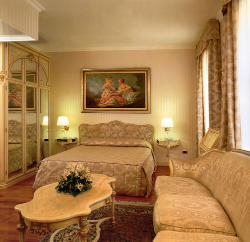 . Andreola Central Hotel