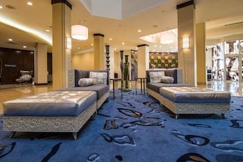 Lobby Sitting Area at Renaissance Philadelphia Airport Hotel in Philadelphia