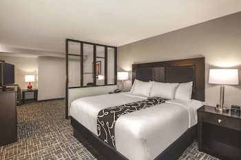Suite, 1 Queen Bed, Accessible, Non Smoking (Mobility/Hearing Impaired Accessible)