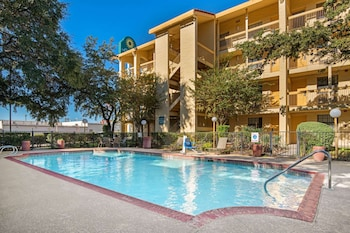 聖安東尼北 I-35 托佩爾韋恩溫德姆拉昆塔飯店 La Quinta Inn by Wyndham San Antonio I-35 N at Toepperwein