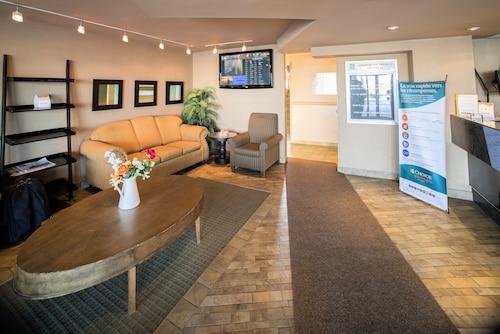 . Quality Inn & Suites P.E. Trudeau Airport