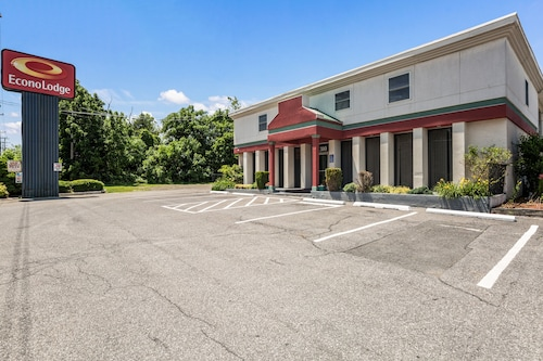 . Econo Lodge Near Stewart Inter
