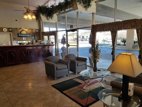 . Days Inn by Wyndham Leesville