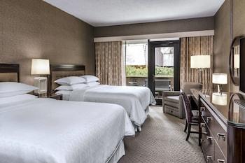 Room, 2 Queen Beds, Balcony, Garden View
