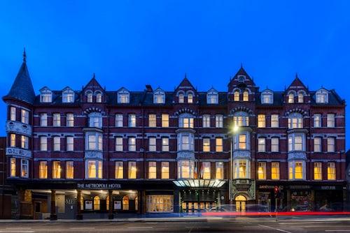 __{offers.Best_flights}__ The Metropole Hotel