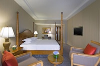Deluxe Suite, 1 King Bed, Business Lounge Access, Tower