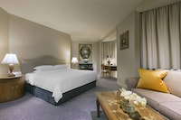 Executive Suite, 1 King Bed, Business Lounge Access, Tower