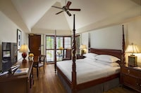 Room, 1 King Bed, Business Lounge Access, Tower (Cabana)