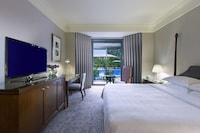 Room, 1 King Bed, Business Lounge Access, Tower (Pool)