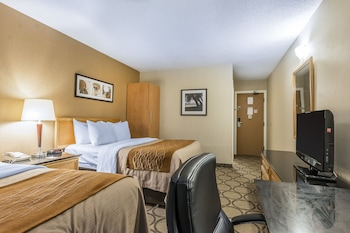 Room, 2 Queen Beds, Non Smoking (Different Building)