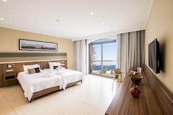 Superior Quadruple Room, Sea View (3 AD + 1 CH)